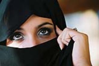 بملابس نسائية مغازلة واعتداء صنعاء